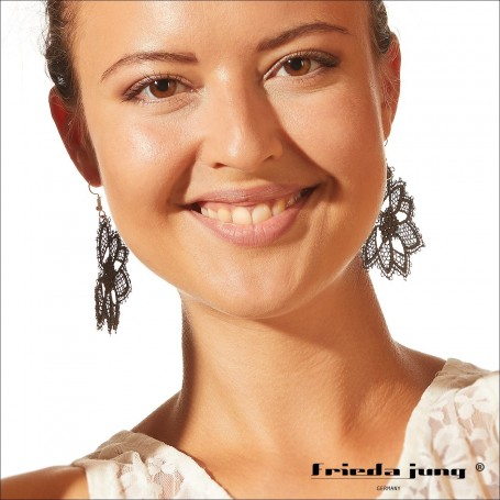 Embroidered lace earrings 3-4cm x 3-4cm in Grey