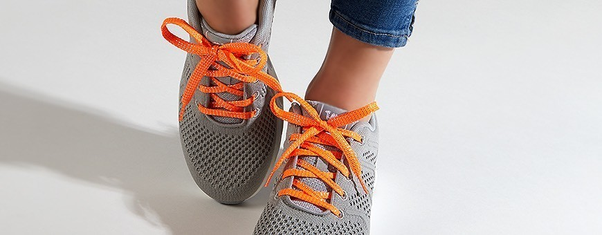 Buy Glittering Laces from Frieda Jung online